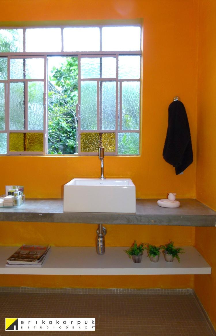 Banheiro DEPOIS da pintura - Foto e texto Erika Karpuk - SOB LICENÇA http://creativecommons.org/licenses/by-nc-nd/4.0/