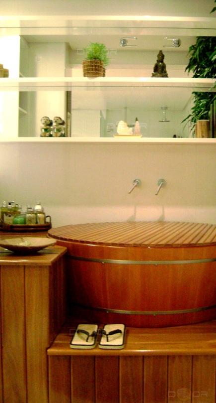 projeto ofuro jardim : projeto ofuro jardim:Banheiro com ofurô e jardim vertical! Sensação de ter um mini spa