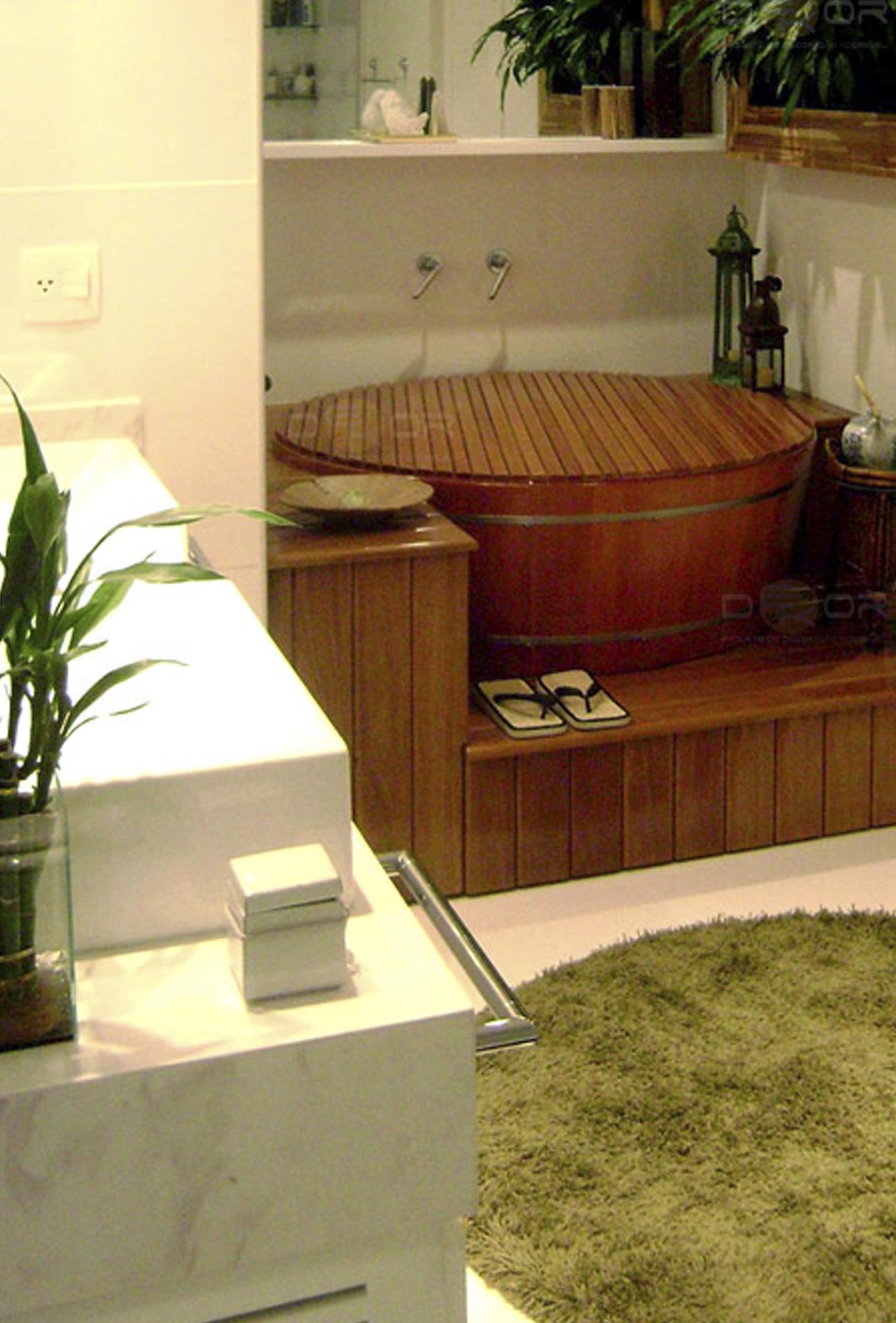Banheiro com ofurô e jardim vertical! Sensação de ter um mini spa  #B99F12 1290 1904
