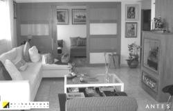 Living antes da reforma. Com portas escuras e móveis desproporcionais. Reforma e decoração no Ap na vl. Leopoldina em SP. Projeto Erika Karpuk