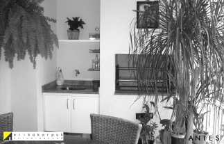 Antes a varanda era mal utilizada. Retiramos a churrasqueira para melhor aproveitamento Reforma e decoração no Ap na vl. Leopoldina em SP. Projeto Erika Karpuk